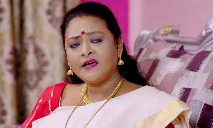 ఓటీటీలో షకీలా సినిమా.. కుటుంబంతో సహా చూడొచ్చట-Breaking/Featured News Slide-Telugu Tollywood Photo Image