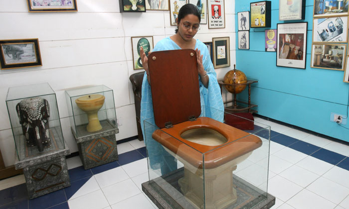 వామ్మో… టాయిలెట్ల కోసమూ మ్యూజియం …-General-Telugu-Telugu Tollywood Photo Image