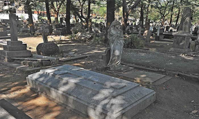 శ్మశానం క్వారంటైన్.. వణికిపోతున్న కరోనా బాధితులు-Breaking/Featured News Slide-Telugu Tollywood Photo Image