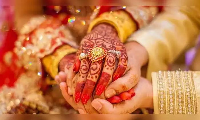 కొడుకు మృతి.. కోడలిని పెళ్లి చేసుకున్న మామ-General-Telugu-Telugu Tollywood Photo Image