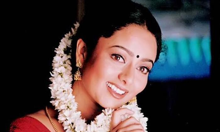 సౌందర్య ఆస్తులను ఇప్పుడు ఎవరు అనుభవిస్తున్నారో తెలుసా-Movie-Telugu Tollywood Photo Image
