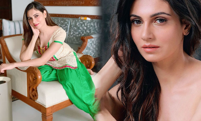 Actress Simran Kaur Alluring Images-telugu Actress Hot Photos Actress Simran Kaur Alluring Images - Telugu Mundi Trendy High Resolution Photo