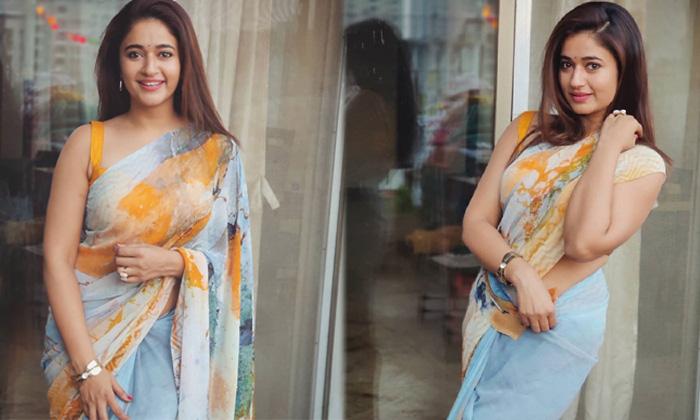 Actress Poonam Bajwa Amazing Pictures-telugu Actress Hot Photos Actress Poonam Bajwa Amazing Pictures - Telugu Images A High Resolution Photo