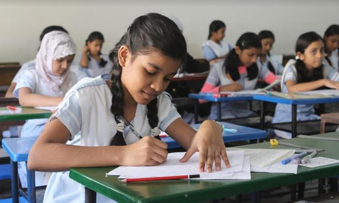 TeluguStop.com - కరోనా దెబ్బ: నెక్స్ట్ ఇయర్ కూడా విద్యార్థులకు నో ఎగ్జామ్స్-Breaking/Featured News Slide-Telugu Tollywood Photo Image