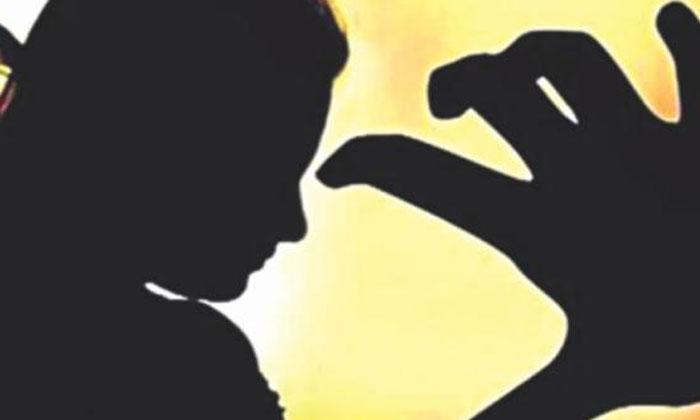 అశ్లీల చిత్రాలు పంపమని మహిళా న్యాయవాదికి వేధింపులు..-Telugu Crime News(క్రైమ్ వార్తలు)-Telugu Tollywood Photo Image