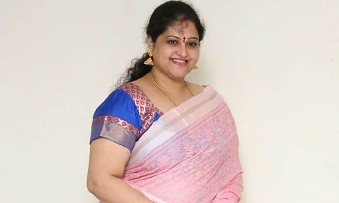 ఆ దర్శకుడు ఆ విషయంలో నన్ను మోసం చేశాడంటున్న రాశి…-Latest News-Telugu Tollywood Photo Image