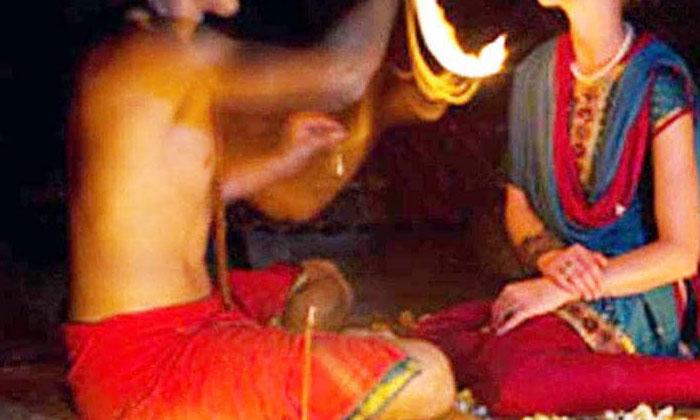 బాబా అవతారం.. గుట్టుచప్పుడు కాకుండా రాసలీలలు-General-Telugu-Telugu Tollywood Photo Image