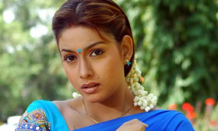 ఒకప్పటి ఈ స్టార్ హీరోయిన్ ని గుర్తు పట్టారా..-Latest News-Telugu Tollywood Photo Image