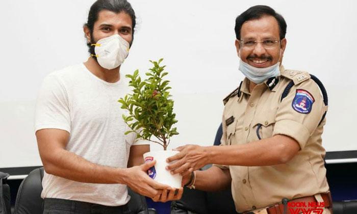 TeluguStop.com - Vijay Devarakonda Thanked SS Rajamouli And Lauded Plasma Donors-General-English-Telugu Tollywood Photo Image
