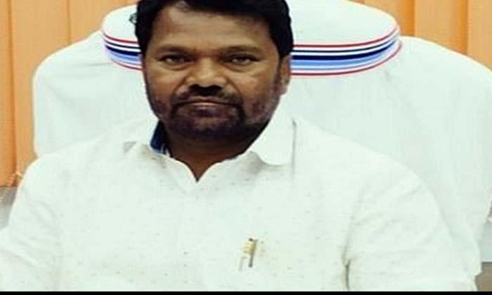 TeluguStop.com - ఇంటర్ చదివేందుకు అడ్మిషన్ తీసుకున్న విద్యాశాఖ మంత్రి-Breaking/Featured News Slide-Telugu Tollywood Photo Image