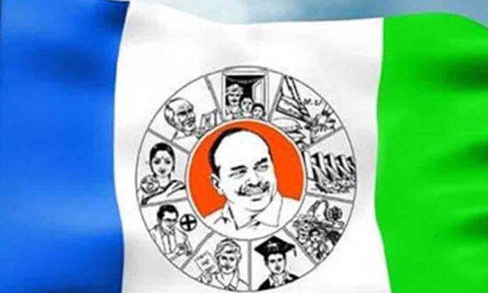 రాజధానుల ఏర్పాటుతో వైసీపీ సంబురాలు-Telugu Political News-Telugu Tollywood Photo Image