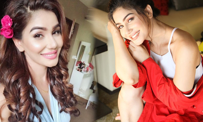 Actress Kangna Sharma Revising Images-telugu Actress Hot Photos Actress Kangna Sharma Revising Images - Telugu Facebook High Resolution Photo