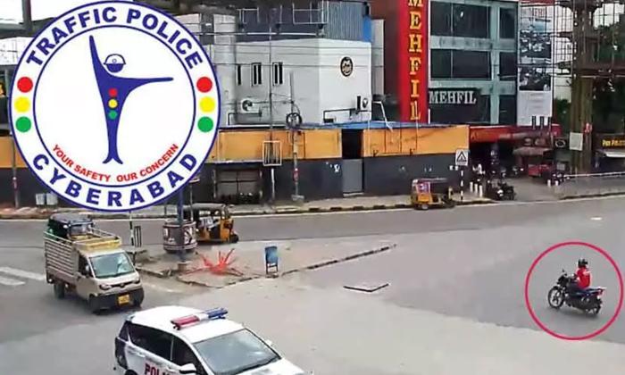 TeluguStop.com - జొమాటో కంపెనీకు ట్వీట్ పంచ్ వేసిన సైబరాబాద్ పోలీసులు…-General-Telugu-Telugu Tollywood Photo Image