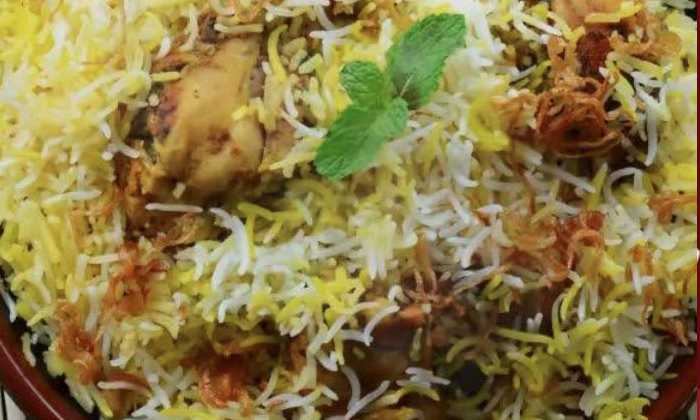 TeluguStop.com - This Fuel Outlet Offers Free Biryani Food Packets From Monday In Bangalore.