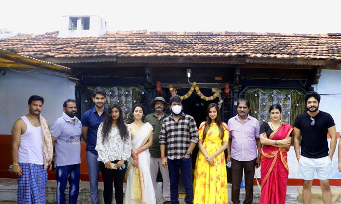 TeluguStop.com - Sampath Nandi Lending Stories For His Associates-Latest News English-Telugu Tollywood Photo Image