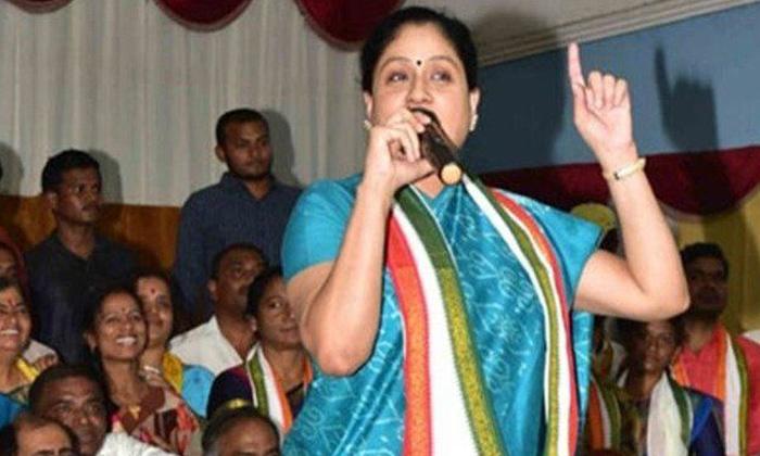 TeluguStop.com - సినిమాలా రాజకీయాలా ఆ పూజ తరువాతే విజయశాంతి క్లారిటీ -Political-Telugu Tollywood Photo Image