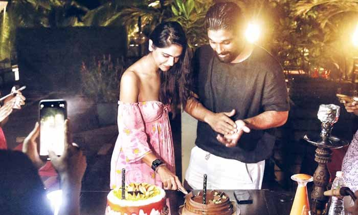 TeluguStop.com - Allu Arjun Celebrating His Wife Sneha Reddy Birthday.shares A Adorable Picture.