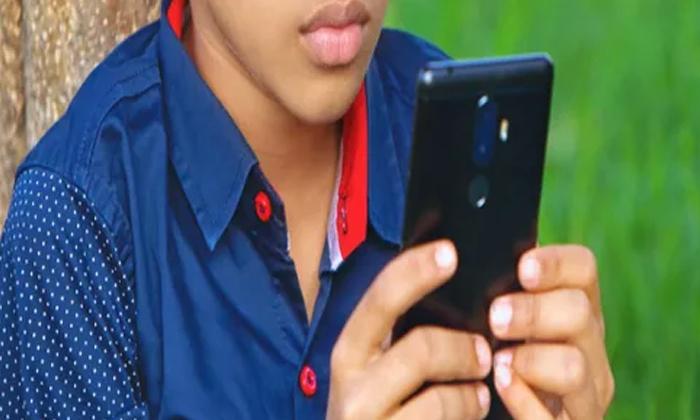 TeluguStop.com - చదువు కోసం ఫోన్ దొంగతనం చేసిన బాలుడు.. పోలీసులు ఊహించని ట్విస్ట్-General-Telugu-Telugu Tollywood Photo Image