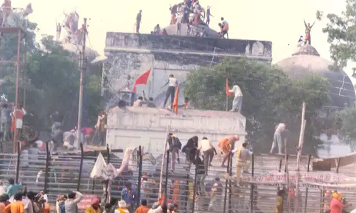 TeluguStop.com - Babri Masjid Case: Lk Advani, Mm Joshi And Other 32 Are Acquitted.