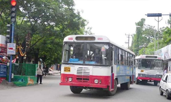 TeluguStop.com - 185 రోజుల తర్వాత హైదరాబాద్ రోడ్లపై సిటీ బస్సులు-Breaking/Featured News Slide-Telugu Tollywood Photo Image