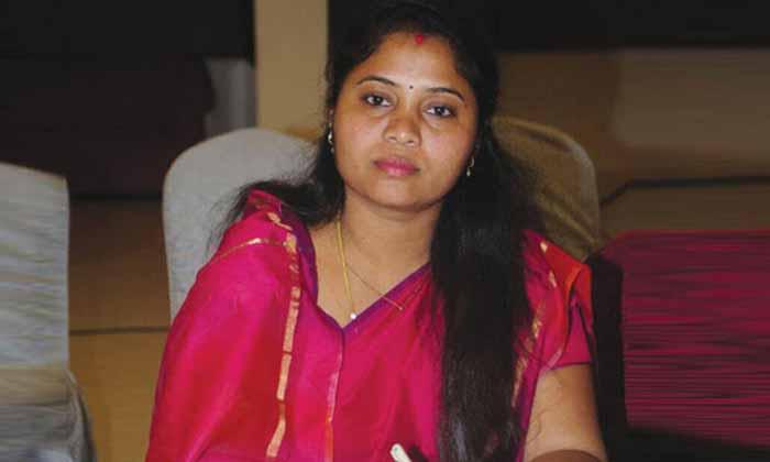 TeluguStop.com - ఏపీలో ఆ మహిళా మంత్రికి మైనస్ మార్కులేనా…-Political-Telugu Tollywood Photo Image