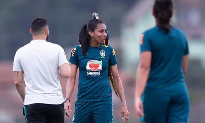 TeluguStop.com - Parrot Stops Football Practice Match In Brazil, Landing On Player's Head..!