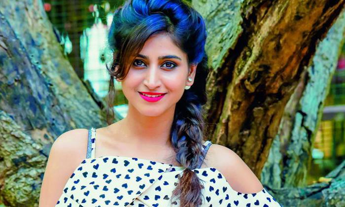 TeluguStop.com - పాపం వర్షిణి.. ఆ డైరెక్టర్ చేయి పట్టుకుని లాగాడంట..-Latest News - Telugu-Telugu Tollywood Photo Image