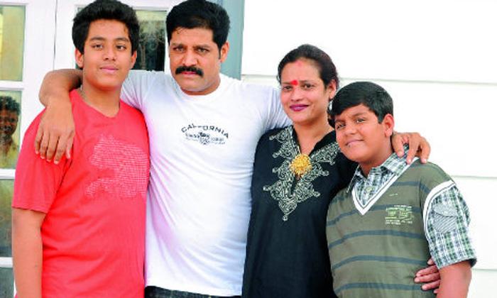 TeluguStop.com - 900 కి పైగా చిత్రాల్లో నటించా…. కానీ అంటూ ఎమోషనల్ అయిన శ్రీహరి భార్య…-Latest News - Telugu-Telugu Tollywood Photo Image
