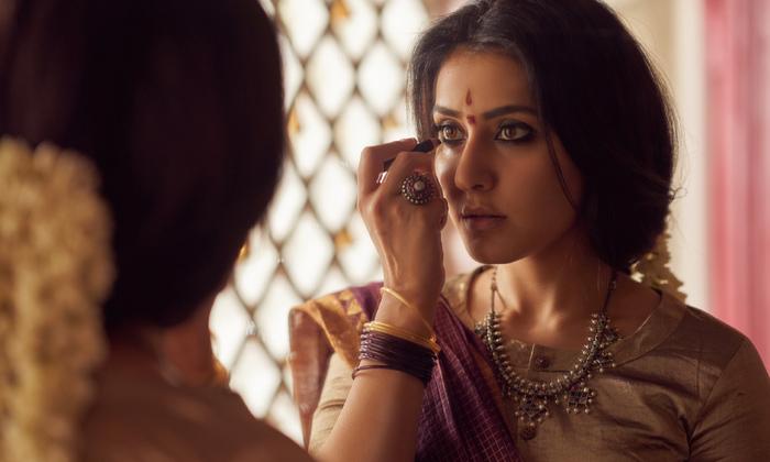 TeluguStop.com - ఈ ఫొటోలో కనిపిస్తున్న నటి ఎవరో తెలుసా-Latest News - Telugu-Telugu Tollywood Photo Image