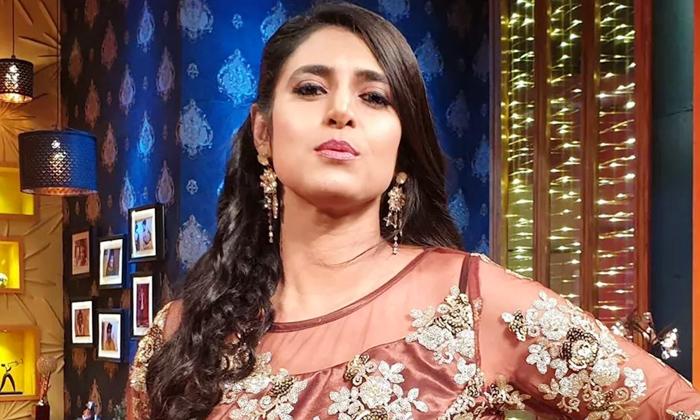 TeluguStop.com - మొగుడి గురించి అడిగితే మండిపడ్డ ఆంటీ-Breaking/Featured News Slide-Telugu Tollywood Photo Image