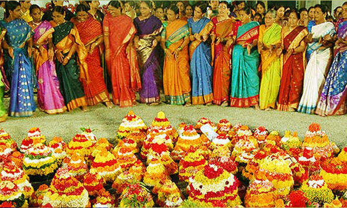 TeluguStop.com - బతుకమ్మ పండుగను ఎందుకు జరుపుకుంటారో తెలుసా-Latest News - Telugu-Telugu Tollywood Photo Image