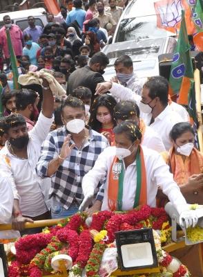 TeluguStop.com - Kannada Movie Star Darshan Campaigns For Friend, Draws Huge Crowds-Latest News English-Telugu Tollywood Photo Image
