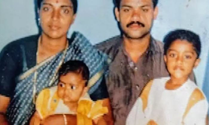 Telugu Amala Paul, Childhood Photos, Iddarammailatho Movie, Telugu Heroine, Telugu Heroine Amala Paul Childhood Photos Viral In Social Media, Tollywood-Latest News - Telugu