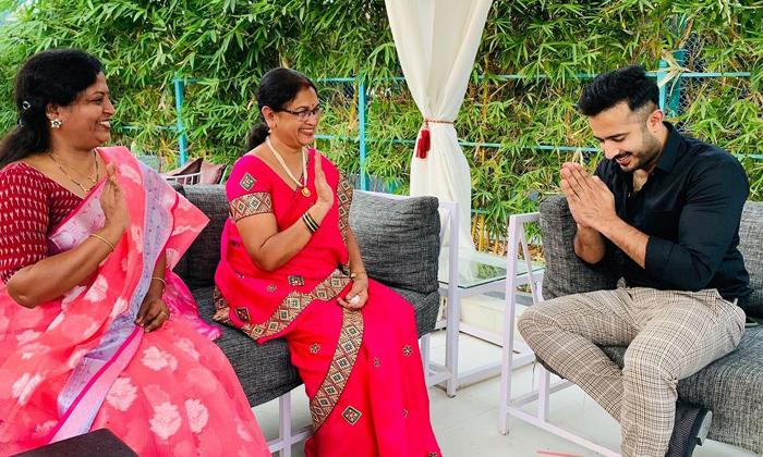 Telugu Abhijeet Mother, Abhijeet Mother Sensational Comments On Akhil, Akhil Behavior, Akhil Villain, Amma Rajasekhar, Bigg Boss House Villain, Negativity, Sohel-Latest News - Telugu