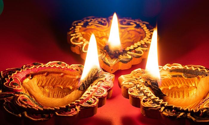 TeluguStop.com - న్యూజిలాండ్ పోలీసుల దీపావళీ వేడుకలు: బాలీవుడ్ పాటలకు స్టెప్పులు-Latest News - Telugu-Telugu Tollywood Photo Image
