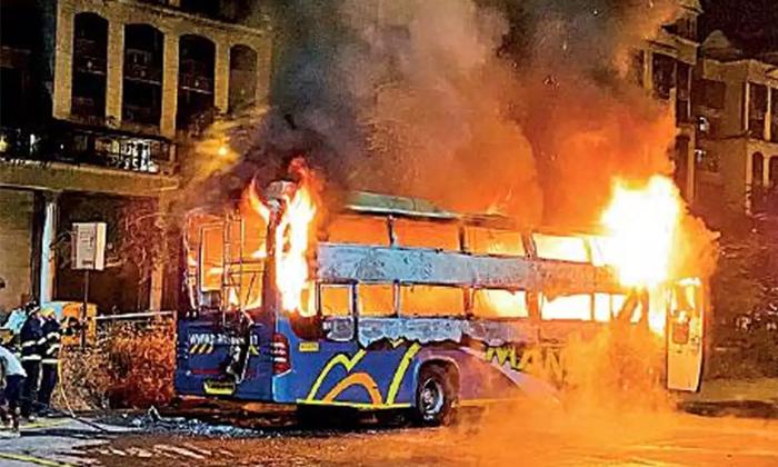 Telugu Bus, Bus Caught Fire, Fire Accident, Mumbai, Private Bus, Sion Panwell Highway-Latest News - Telugu