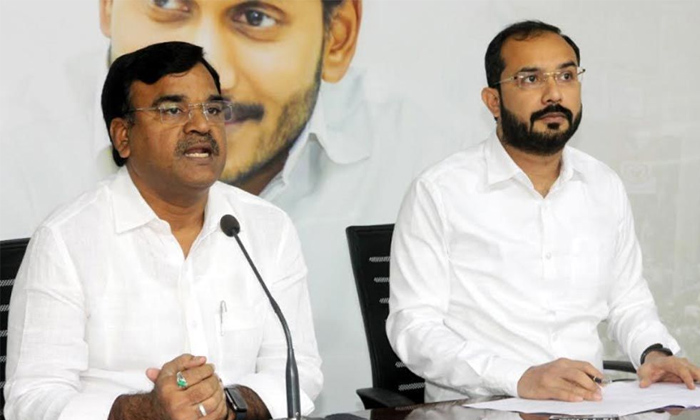 TeluguStop.com - సర్దుకుపో అన్నా అంతా మనోళ్లే.. ఆమంత్రిపై జగన్ సానుభూతి -Political-Telugu Tollywood Photo Image