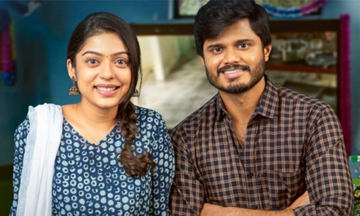 TeluguStop.com - Middle Class Melodies Movie Review : Anand Devarakonda's Performance Makes A Huge Impact.