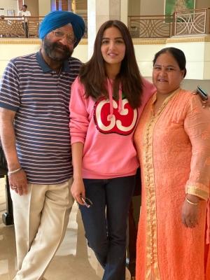 TeluguStop.com - Bigg Boss 14: Jasmin, Aly Are Best Friends, Says Actress' Mom-Cinema/ShowBiz News-Telugu Tollywood Photo Image