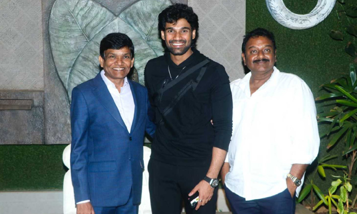 TeluguStop.com - Bellamkonda Sreenivas Is All Set To Debut In Bollywood With Chatrapathi Remake.