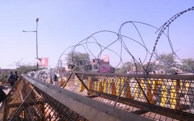 TeluguStop.com - Farmers' Stir Chokes Various Points Near Delhi-Haryana Border-Latest News English-Telugu Tollywood Photo Image