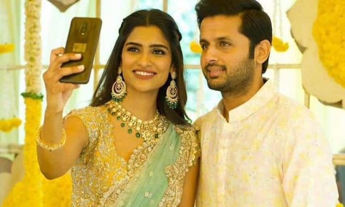 TeluguStop.com - Nithiin And Wife Shalini Travels To Dubai For Rang De Shooting.
