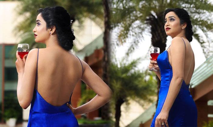 TeluguStop.com - చేతిలో మందుతో రచ్చరచ్చ చేస్తున్న హాట్ యాంకర్..-Latest News - Telugu-Telugu Tollywood Photo Image