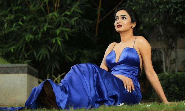 Telugu Hot Photo Goes Viral, Nuvvu Ready Nenu Ready, Social Media, Vindhya Medapati-Movie