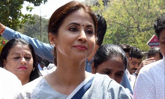 TeluguStop.com - నిజంగానే ఆ పార్టీలో లో జాయిన్ అయిన స్టార్ హీరోయిన్-Political-Telugu Tollywood Photo Image