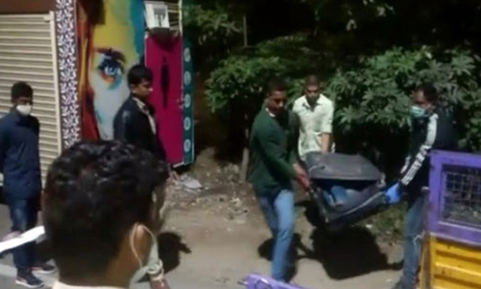 TeluguStop.com - పిల్లర్ నెంబర్ 222 వద్ద శవం.. అసలేం జరిగిందంటే-General-Telugu-Telugu Tollywood Photo Image