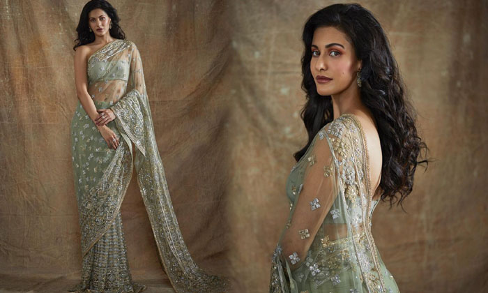 Sizzling Actress Amyra Dastur Hd Imaegs-telugu Actress Hot Photos Sizzling Actress Amyra Dastur Hd Imaegs - Telugu Lates High Resolution Photo