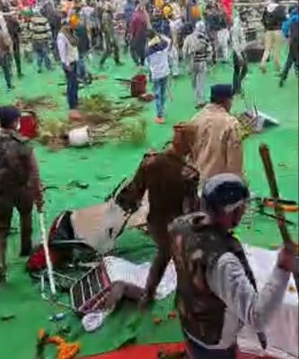 TeluguStop.com - Farmers Vandalise Khattar's Kisan Mahapanchayat' Venue In Karnal (2nd Ld)-Latest News English-Telugu Tollywood Photo Image